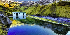 冰岛的山谷里藏了一个绝美的秘密游泳池