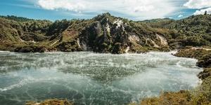 世界最大的热水温泉——煎锅湖